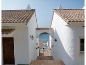 開放的なスパニッシュスタイルを取り入れた建築美は時間さえ忘れさせてくれる異空間です。