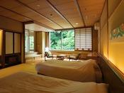 客室温泉付広々ワイドツイン客室一例。お部屋により、内装が異なります。