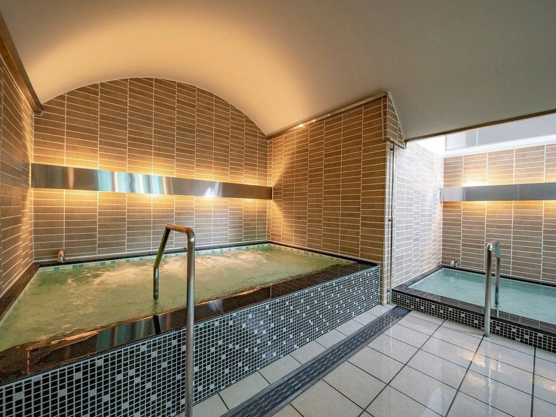 男性大浴場は「水の湧き出る泉」、女性大浴場は「緑豊かな森」をテーマに大小3つの浴槽があります。