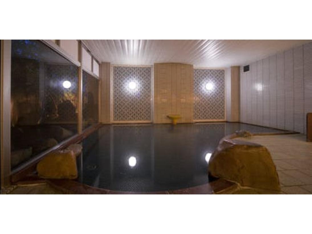 <男性大浴場>泉質はナトリウム・カルシウム・塩化物・硫酸塩泉で、神経痛・筋肉痛・関節痛・慢性消化器病・リウマチ性疾患・慢性皮膚病・慢性婦人病・更年期障害などに効能があります