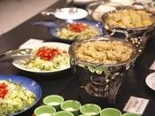 【ご朝食】温泉卵♪なめらか豆腐♪新鮮サラダ♪ビュッフェ形式の地産・旬材もお楽しみ下さい!