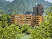 ◆外観◆大自然に囲まれた当館で、ココロ解き放たれるひとときを-。