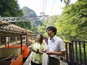 【黒部峡谷トロッコ電車】「ねぇ♪あれ見て!」まだ見ぬ新たな四季の風景を体感!