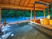 【川床露天風呂】2017年リニューアル!開放感あふれる、広々露天風呂をお楽しみ下さいませ。