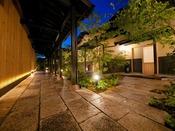 ■御宿 田 離宮 / 離れ客室への回廊■ 夜は静寂に包まれる。全7室のプライベートリゾート。