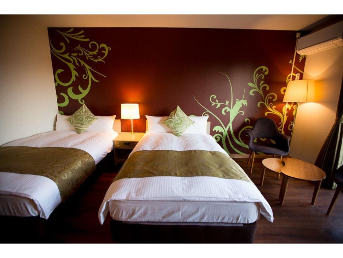 スタンダードルームは2名様利用なら充分ゆとりのあるシンプルで使い勝手の良いお部屋です。