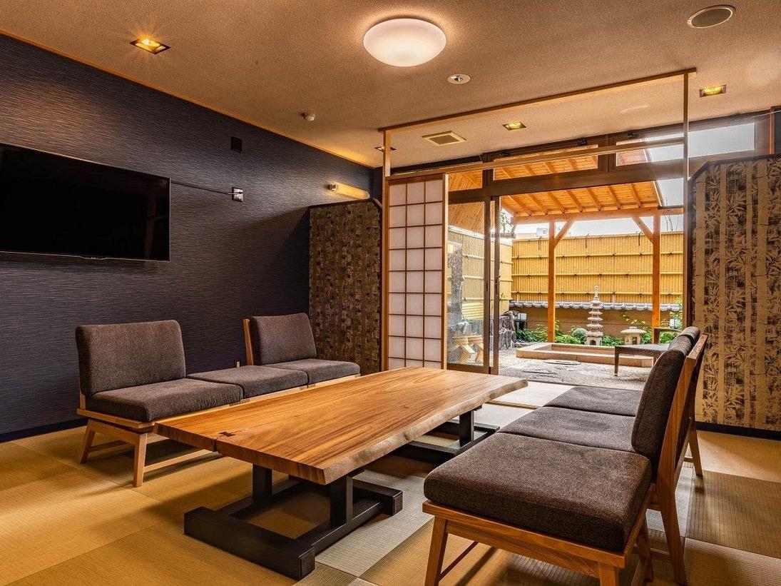 貸切風呂は休憩スペースもゆったりお使い頂けます