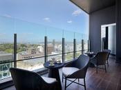 最上階にございます。プライベートルームご利用の方はこちらのテラス席もご利用可能です。