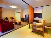 ■源泉掛け流し半露天風呂付き客室■最上階の眺めの良い、ツインベッドルームと和室が仕切られたお部屋。