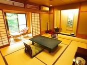 ■本館川側和室■四万川に面した落ち着いた和室。和室広縁や掘りごたつが付いたお部屋がございます。