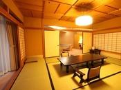 【特別室 蘭亭】ゆとりひろびろ居間付和室10畳。