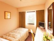 シングルルーム【喫煙/禁煙・11平米】幅97cmのベッドで、ひとり旅やビジネスでのご利用に最適です。