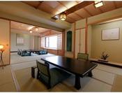 【別館】湖側グループ特別室/和室2間+ツインベッドルームの客室。ゆったりした和室は約20畳!