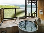 【別館】露天風呂付客室イメージ/露天風呂から望むのは、眼前に広がる阿寒の森と湖。