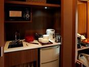 【こもれび】和洋室 ※イメージ/食器類や調理道具、ポットなどが揃っており、簡単な調理ができます。