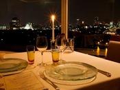 フランス料理 SAKURAでは、お客様が主役。 素材の持ち味を最大限に表現した至福の一皿をご用意します。日本屈指のソムリエたちが選ぶワインとともに、忘れられない特別な時間をお過ごしください。