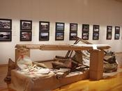 リアス・アーク美術館:現代美術の紹介や、地域の生活文化を普及するための常設展示を行っている美術館です。当館から車で約11分。