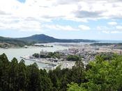 安波山公園:安波山は内湾が一望できる見晴らしのよい山です。公園内にはビュースポットが数多くあります。当館から車で約10分。
