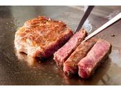<鉄板焼「神戸」>もとぶ牛をはじめ、沖縄県産の食材も豊富にご用意しております。(※写真はイメージ)