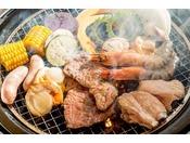 <タイガービーチカフェ>オープンテラスで沖縄ならではのBBQディナーがお楽しみいただけます。※写真はイメージ※BBQディナーは完全ご予約制にて承っております