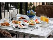 <ビュッフェレストラン「シーフォレスト」>眺めのいい店内で、爽やかな朝のひと時をお過ごしください。※ご朝食の一例(写真はイメージ)
