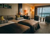 ■禁煙グランドツイン/ビューバスルーム(コーラルウィング/8階~9階)※客室一例。全室禁煙ルーム。大人の寛ぎをテーマに設計され、ラウンジチェアを2脚配したお部屋ではお二人だけの時間をお過ごしいただけます。