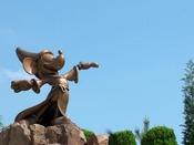 映画「ファンタジア」のミッキーマウスと一緒に記念写真はいかが