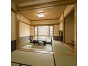 クウィーンズルーム(和室)2間で14畳の総檜風呂付和室