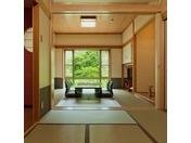 クウィーンズルーム(和室)14畳、総檜風呂付き和室