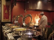 メインダイニング『天河』味わいきれない100品以上ものお料理が並ぶ、メインバイキング。旬の食材を活かした、和食・洋食・中華にスイーツなど充実したラインナップをお愉しみください。※イメージ画像
