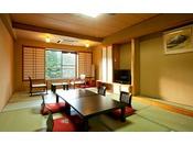 秋田駒ケ岳山麓に囲まれた純和風10畳間です。