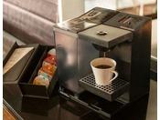 【カップル向け客室対象】淹れたてのコーヒーを味わいながら爽やかな朝をお迎えください。