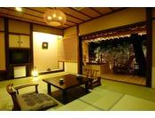 露天風呂から庭が望める景観の良い露天風呂付き客室です。