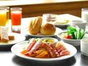 朝食は和洋バイキング