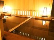 【新館:小涌谷温泉/花の湯】目を閉じれば、静かな湯の音だけが響く寝湯。