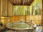 【本館:宮ノ下温泉/月の湯】自然いっぱいの雰囲気を存分に味わえる露天風呂。
