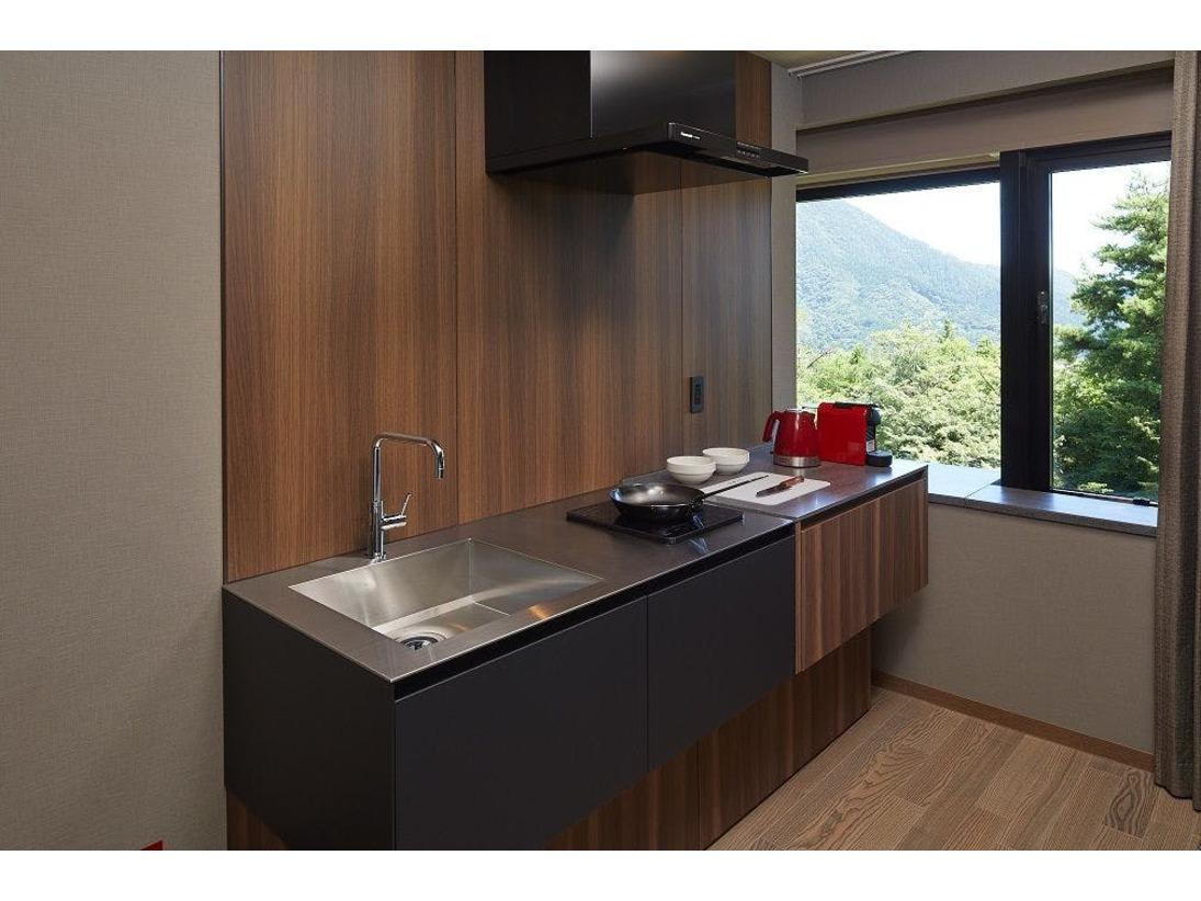 コンドミニアム客室のキッチンスペース。コンロはIHです。