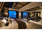 <ロイヤル>ホテル最上階の角に位置する天蓋付ベッドのある客室。屋外にジャグジーを備え、海を眺めながら極上のプライベートタイムがお楽しみいただけます。※こちらの客室はプレミアムクラブフロア限定の特典をご用意しております。