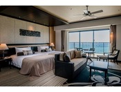 <コーナー>各フロア(3~9階)に1室ずつ設けたコーナータイプの客室は、角部屋ならではの広範囲の眺望とゆったりとしたお部屋の広さでくつろぎのリゾート空間を演出します。