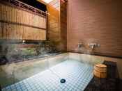 ◆客室温泉露天風呂◆道後温泉の引き湯を贅沢にかけ流し。心行くまで湯浴みをご堪能ください。
