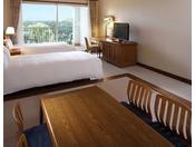 【ジャパニーズツイン】畳スペースのある、心なごむ客室スタイル。