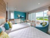 【スーペリアツイン】伊勢志摩の海と空と風をイメージした上質な癒しの空間。10平米のテラスと洗い場付バス・シャワーブースも完備。