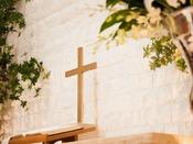 【4階チャペル】様々な新郎新婦を見届けてきた十字架。