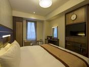 【キングダブルルーム】お二人でも十分な広いベッドはカップルにお勧めのお部屋です