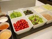 【朝食イメージ】新鮮野菜も豊富に取り揃えております