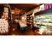 お土産処【舟問屋】和歌山の名物「南高梅」を使用した梅干しや梅酒、お菓子、お飲み物などご用意しております。24時間ごゆっくりとお立ち寄りくださいませ。