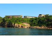 太平洋側から見た海舟本館は水面から30m以上の高台に建っています。