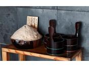 【大湯屋「海つばき」】大湯屋に梅塩をご用意しております。お肌をスベスベにしたいお客様必見のアイテムです。