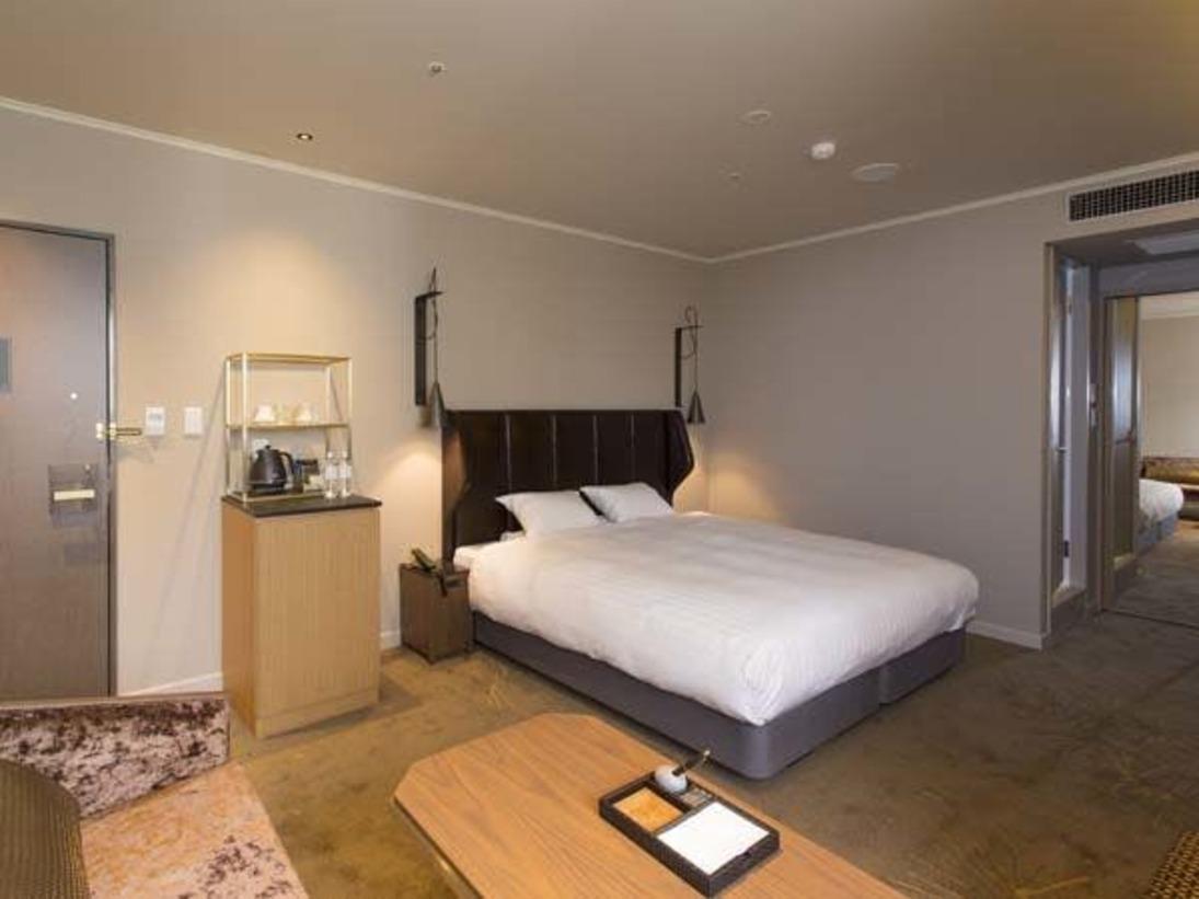 29平米のゆとりの室内空間に、幅180cmのキングサイズのダブルベッド