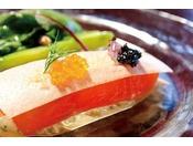 オードブル・信州サーモンのミルフィーユと春野菜のサラダ